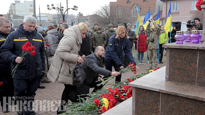 Памятник Небесной Сотне Николаев